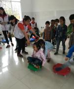 五十多位志愿者为水田幼儿园的孩子带去六一欢笑